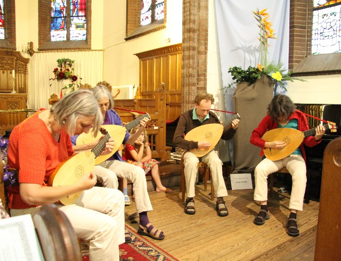 photo of the lute quartet and Sanne