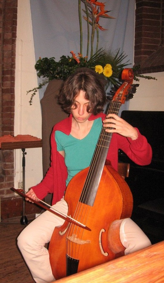 photo of Marthe with a bass viol