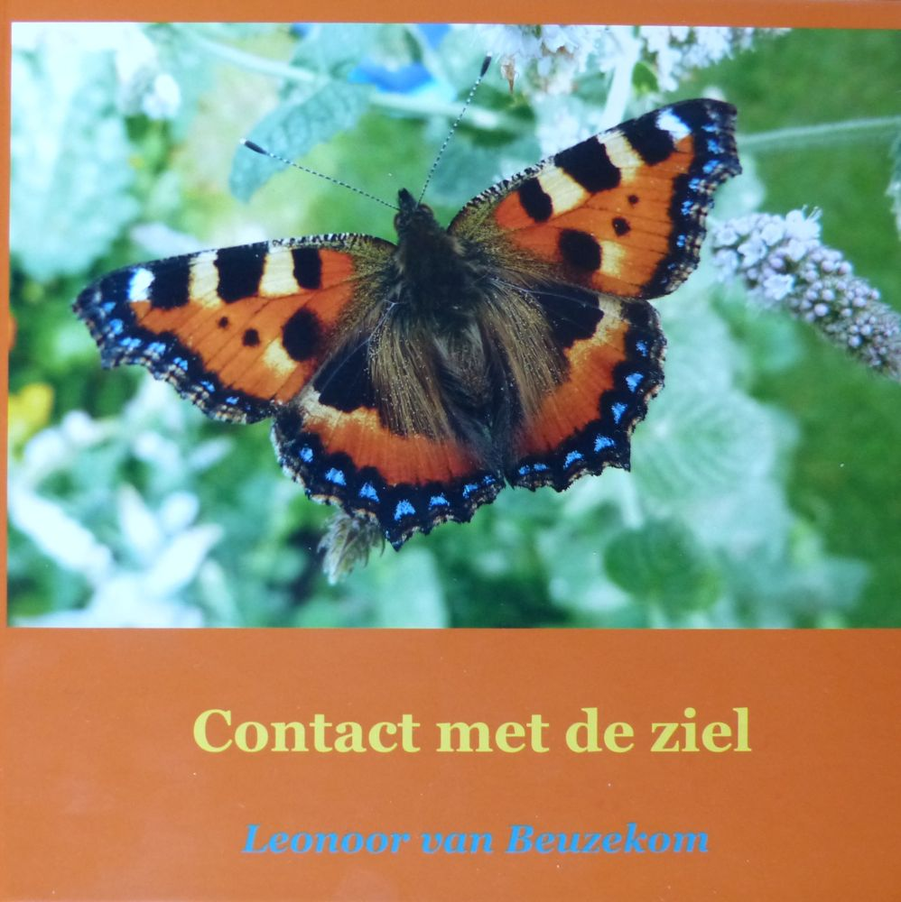 photo front of the book 'Contact met de ziel' (Contact with the soul) 21 x 21 cm