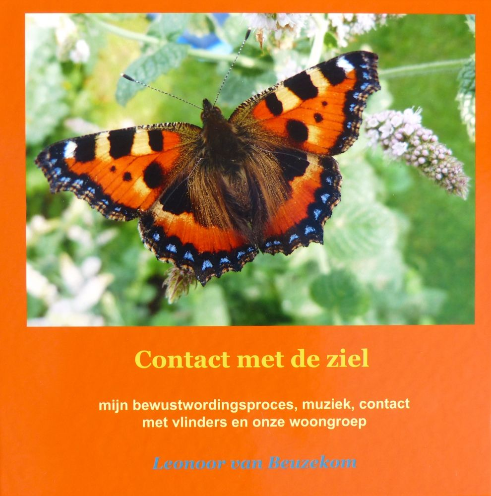 photo front of the book 'Contact met de ziel' (Contact with the soul) 30 x 30 cm