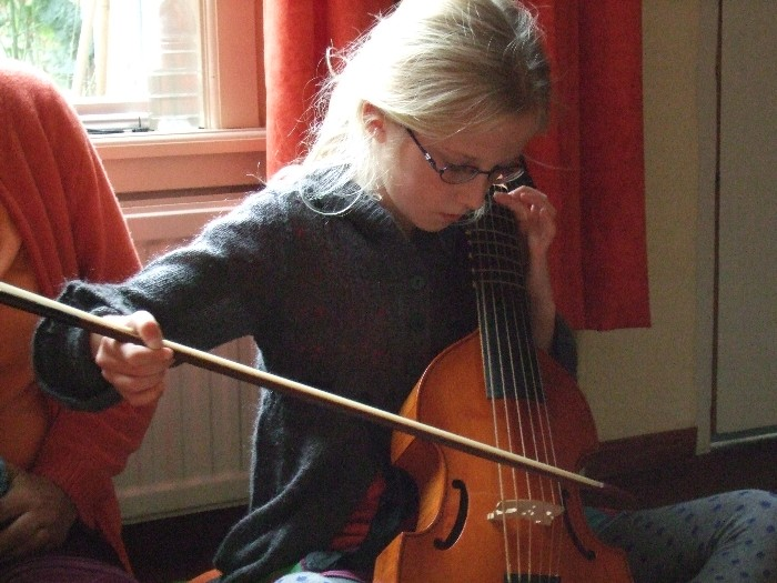 photo, Fenna bows the viola da gamba