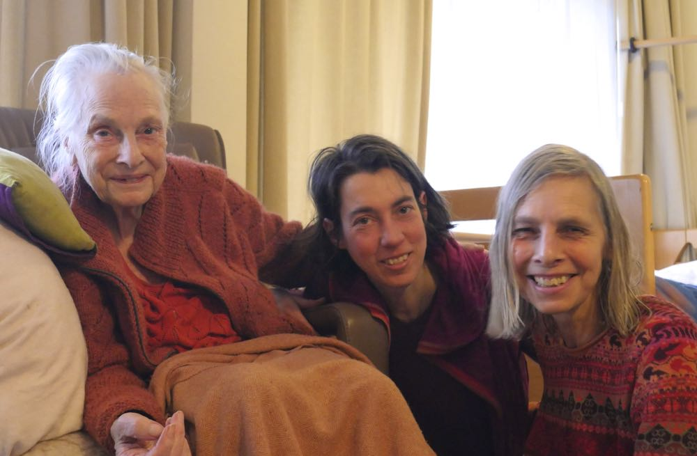 photo, Leonoor her mother Janneke, Marthe and Leonoor, 8 March 2018