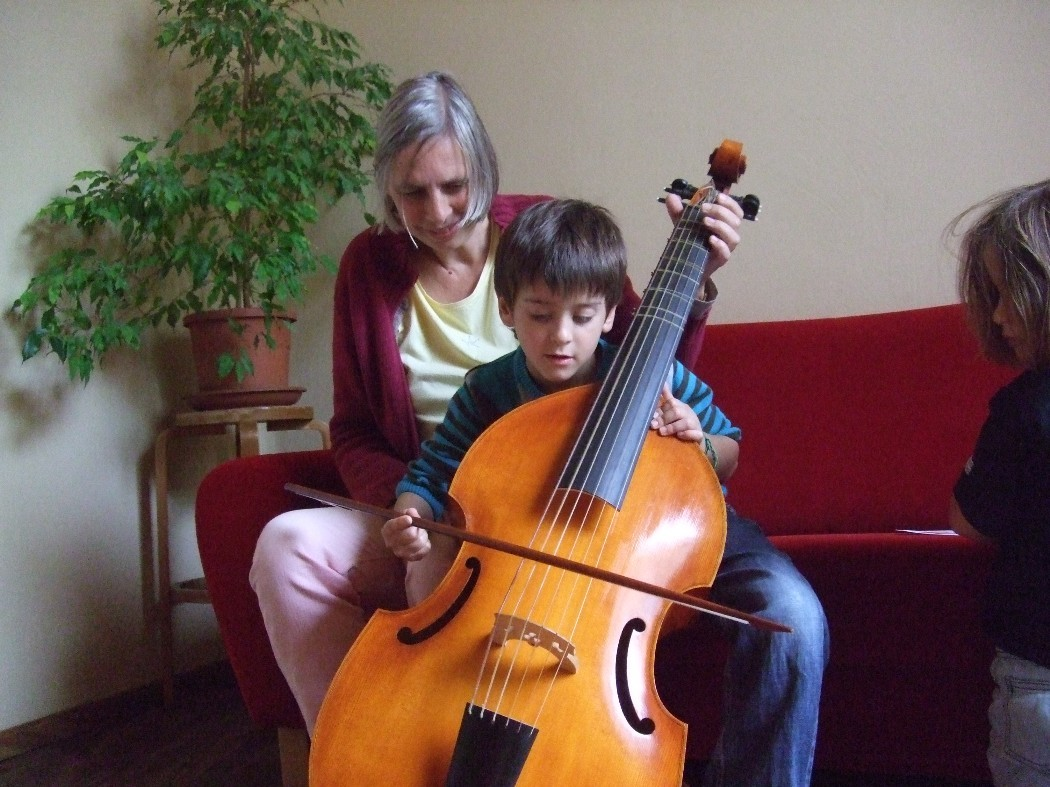 photo, Matteo on the bass viola da gamba