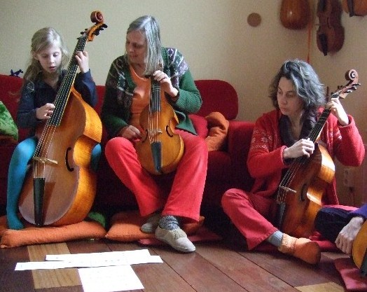 photo from Rosa, Leonoor and Marthe on the viola da gamba