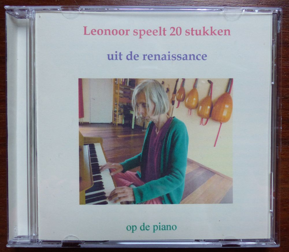 photo from the front of the piano CD from Leonoor